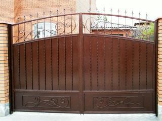 Металлические распашные ворота в Самаре